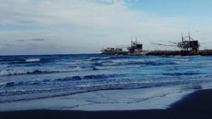 Trabocchi sulla spiaggia di Punta Penna, Vasto (CH)